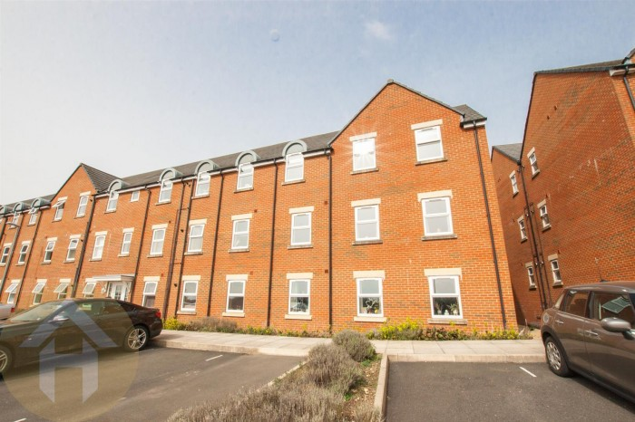 View Full Details for Cloatley Crescent, Royal Wootton Bassett, Swindon - EAID:11742, BID:1